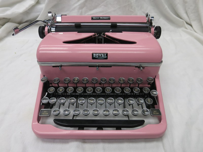 Royal Quiet De Luxe 1940's Pink