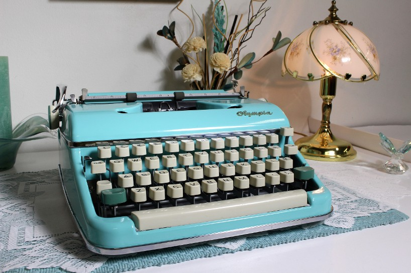 Olympia SM5 Typewriter In Teal Green