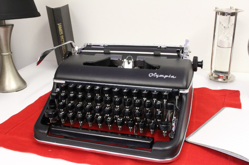 Olympia SM3 Typewriter In Flat Black