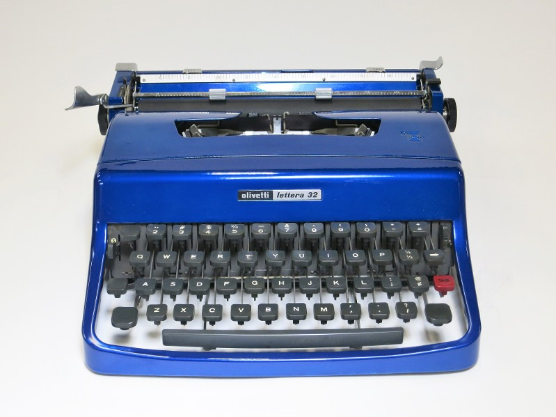 Blue Oliverri Lattea 32 Typewriter